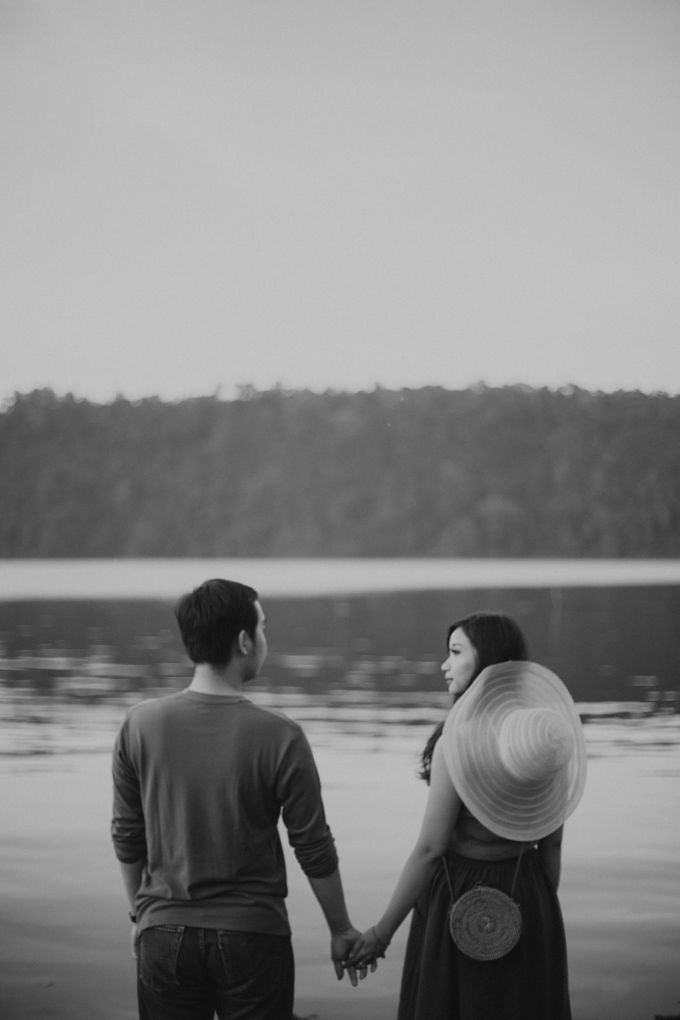 Forest Picnic Prewedding of Janissa & Kresna by fire, wood & earth - 041