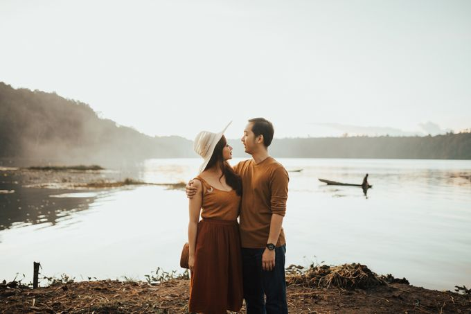 Forest Picnic Prewedding of Janissa & Kresna by fire, wood & earth - 043