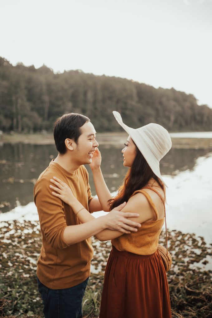 Forest Picnic Prewedding of Janissa & Kresna by fire, wood & earth - 044