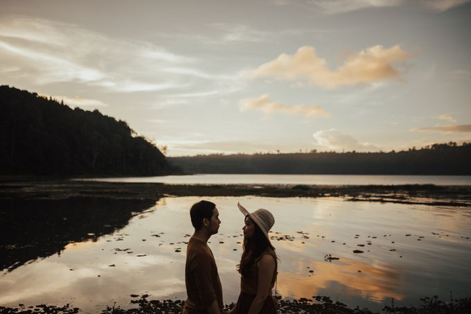 Forest Picnic Prewedding of Janissa & Kresna by fire, wood & earth - 045