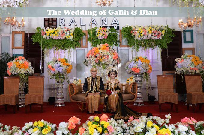 Foto Pernikahan Adat Jawa Modern Galih & Dian by Creative Fotografi - 015