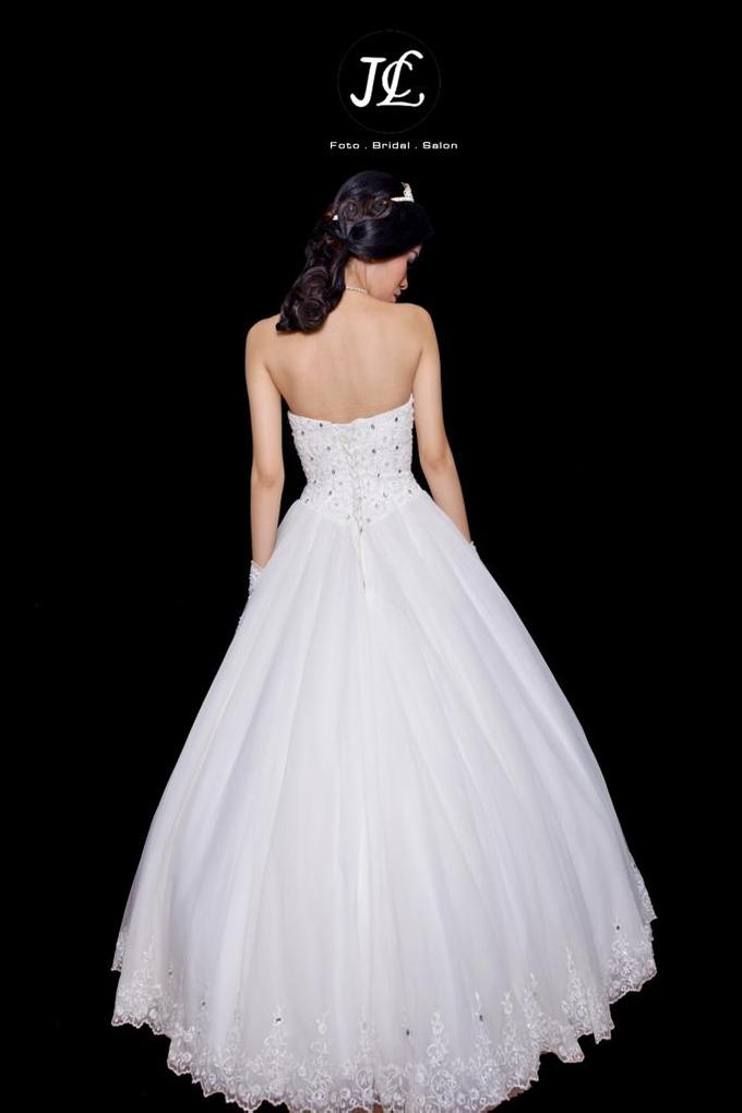 WEDDING GOWN  XXXI by JCL FOTO BRIDAL SALON - 002