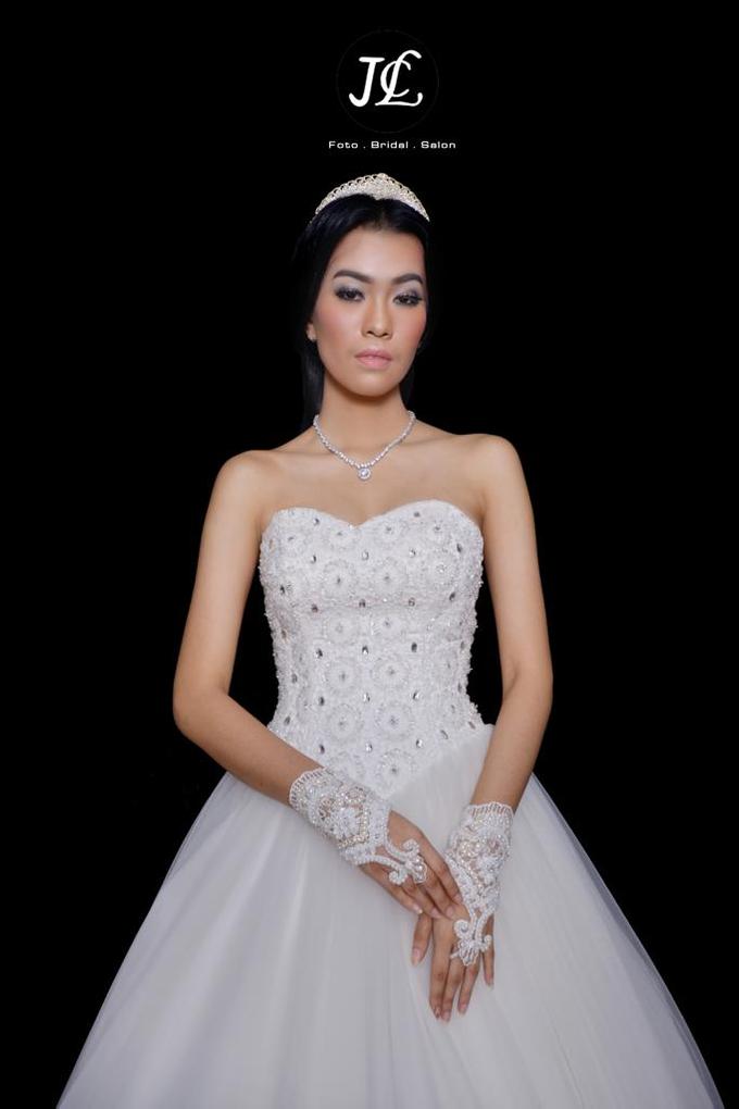 WEDDING GOWN  XXXI by JCL FOTO BRIDAL SALON - 003