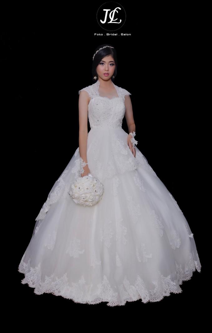 WEDDING GOWN XXXII by JCL FOTO BRIDAL SALON - 001