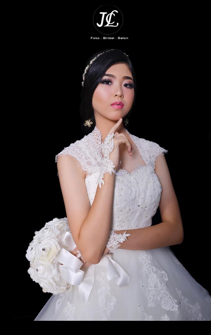 WEDDING GOWN XXXII by JCL FOTO BRIDAL SALON - 003