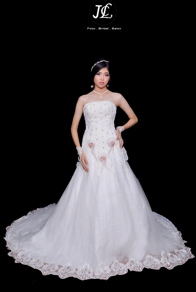WEDDING GOWN XXXV by JCL FOTO BRIDAL SALON - 003
