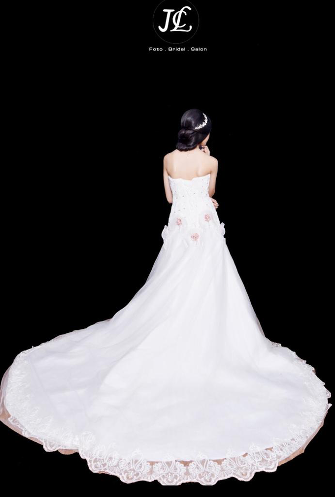 WEDDING GOWN XXXV by JCL FOTO BRIDAL SALON - 002