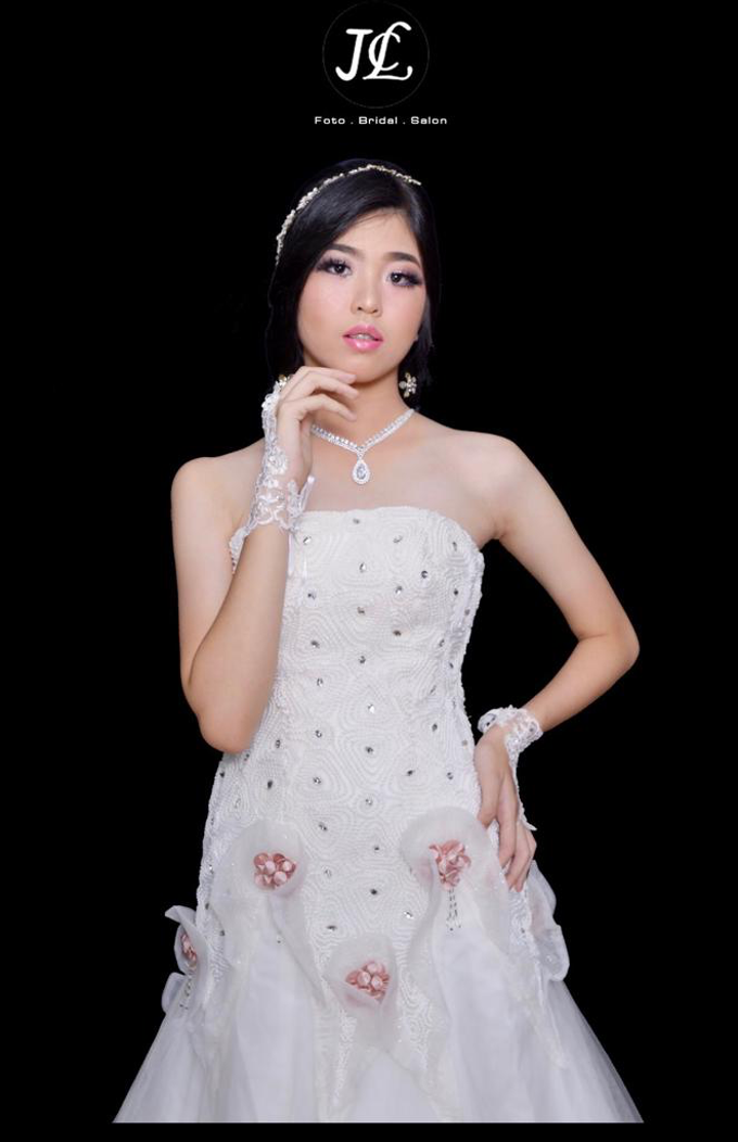 WEDDING GOWN XXXV by JCL FOTO BRIDAL SALON - 001