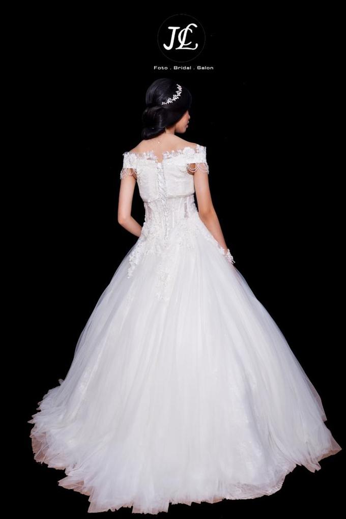 WEDDING GOWN XXXVI by JCL FOTO BRIDAL SALON - 002