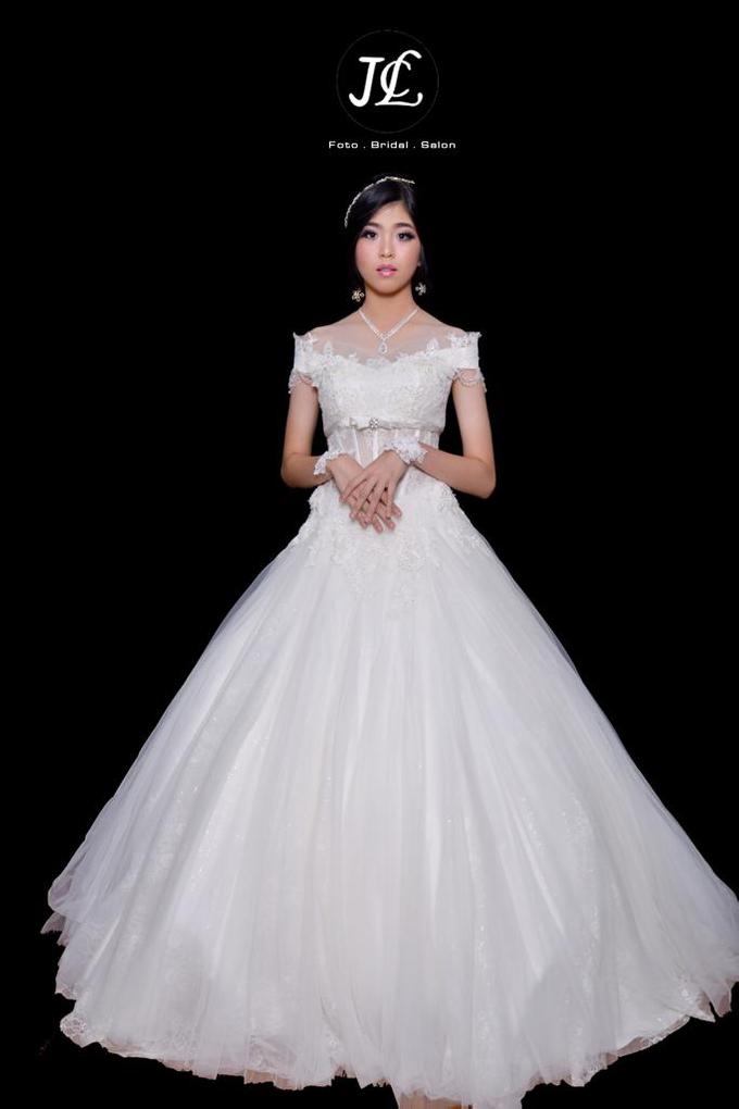 WEDDING GOWN XXXVI by JCL FOTO BRIDAL SALON - 001