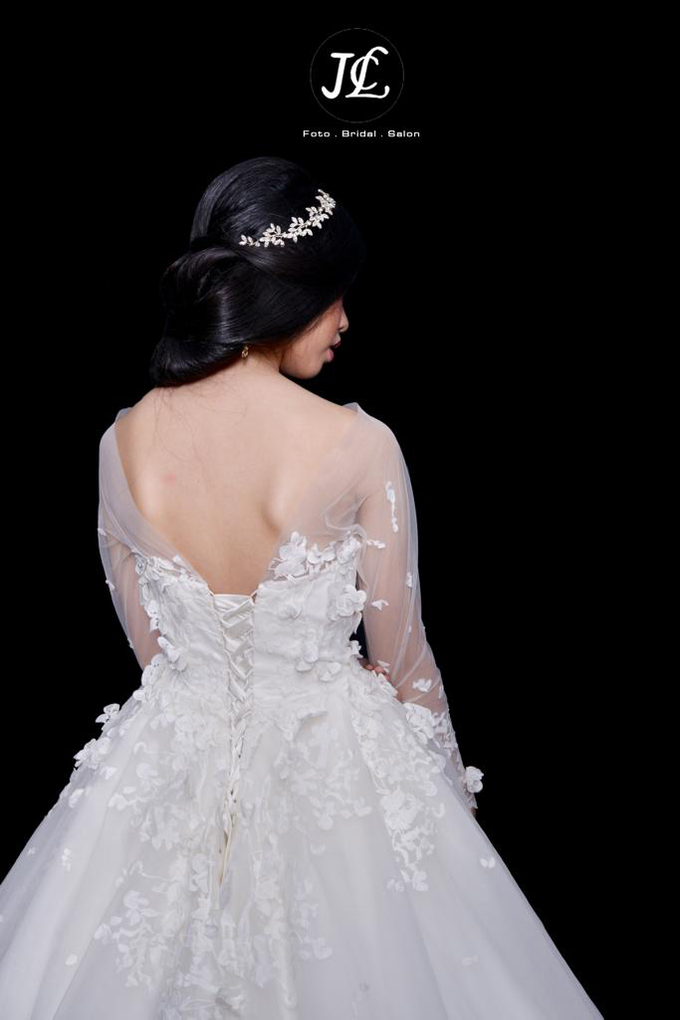 WEDDING GOWN XXXVIII by JCL FOTO BRIDAL SALON - 002