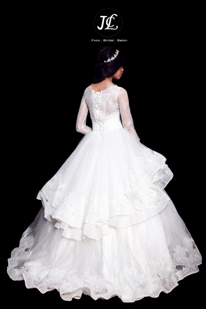 WEDDING GOWN XXXIX by JCL FOTO BRIDAL SALON - 002