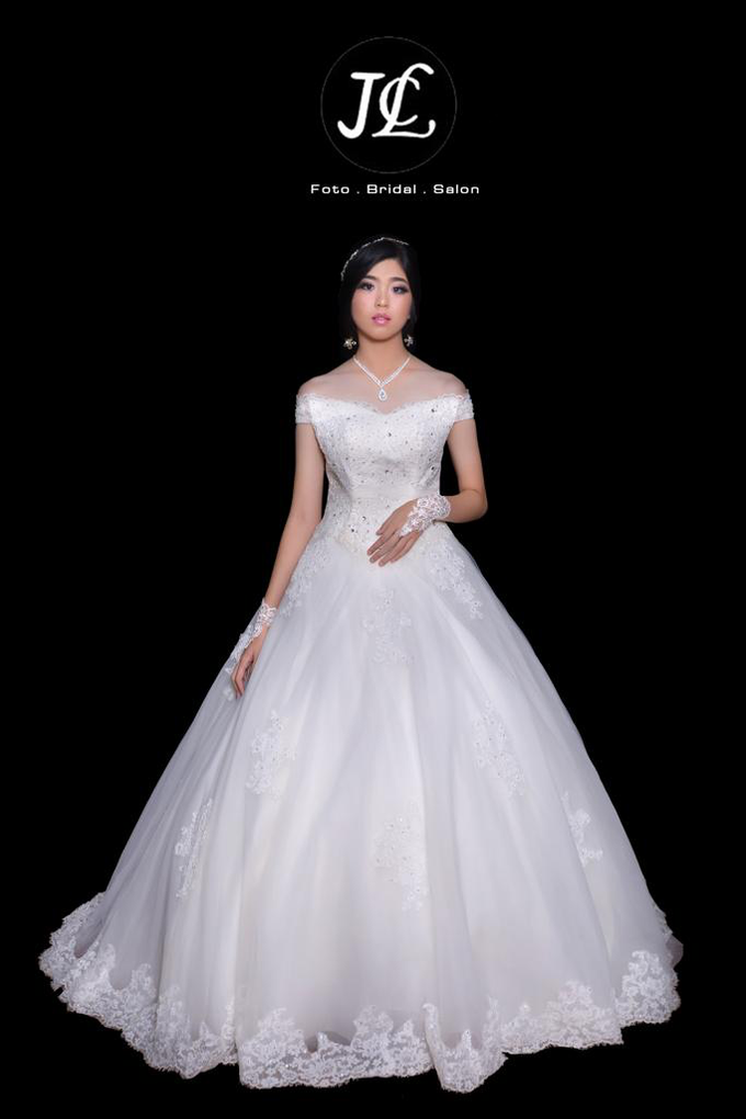 WEDDING GOWN XXXX by JCL FOTO BRIDAL SALON - 001
