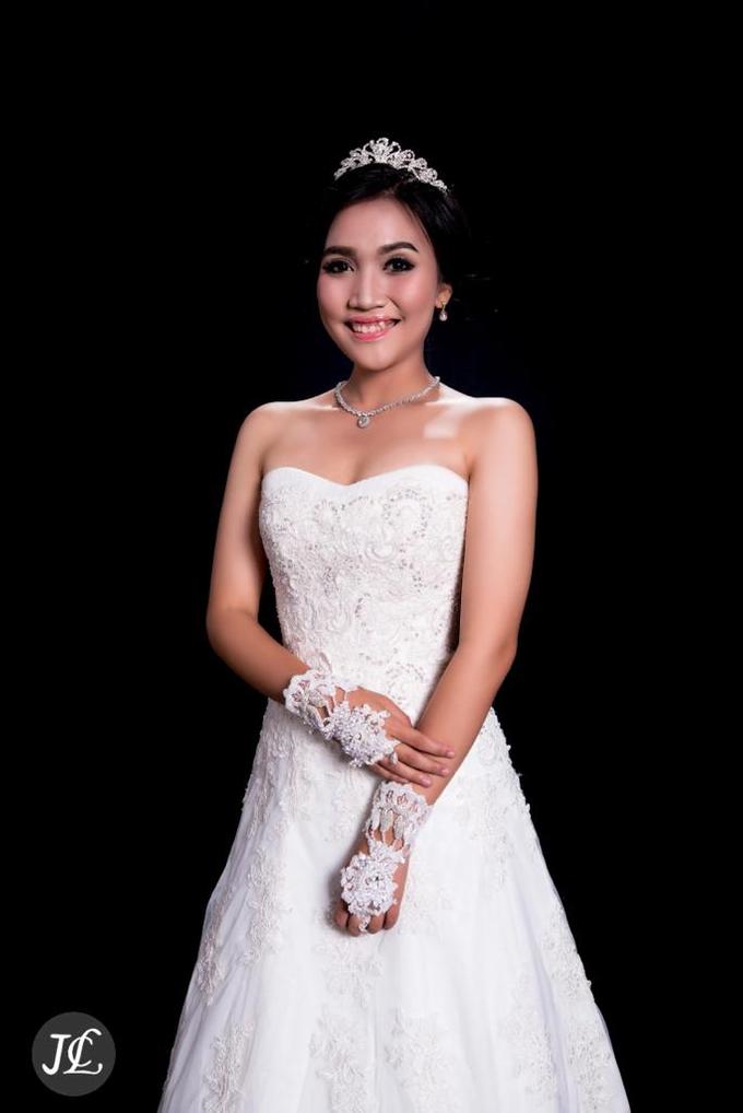WEDDING GOWN 42 by JCL FOTO BRIDAL SALON - 001