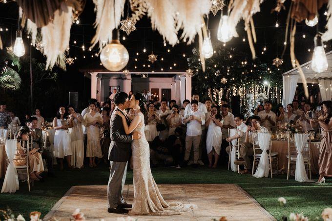 Selebrasi pernikahan intimate dengan sentuhan bintang di tebing ungasan, Mengakhiri long-distance 6 tahun dengan selebrasi pernikahan di Ungasan by THE UNGASAN CLIFFTOP RESORT BALI - 015