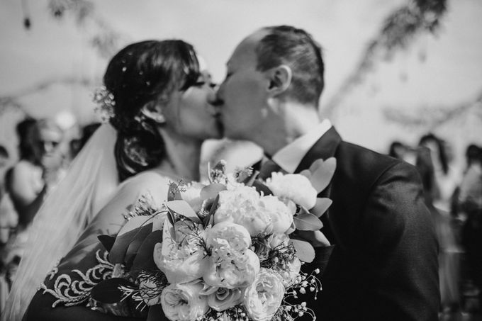 Greta & Jon | Wedding by Valerian Photo - 025