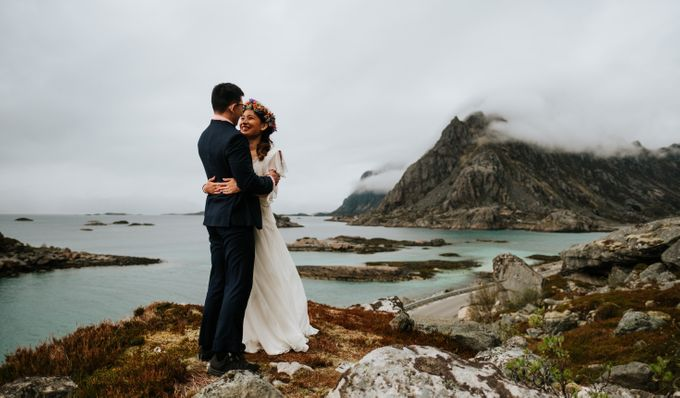 Bridal portraits in the amazing Lofoten islands of Norway by Vegard Giskehaug Photography - 001