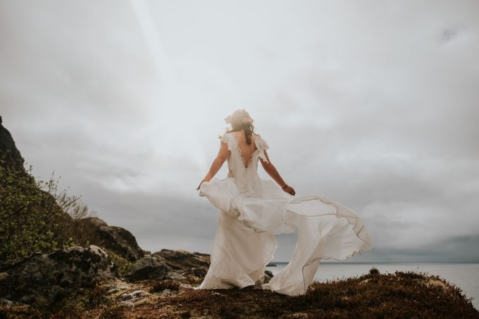 Bridal portraits in the amazing Lofoten islands of Norway by Vegard Giskehaug Photography - 003