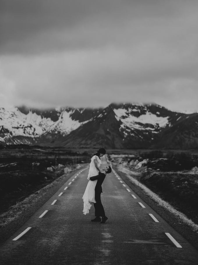 Bridal portraits in the amazing Lofoten islands of Norway by Vegard Giskehaug Photography - 008