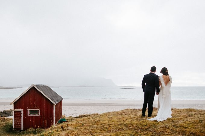 Bridal portraits in the amazing Lofoten islands of Norway by Vegard Giskehaug Photography - 011