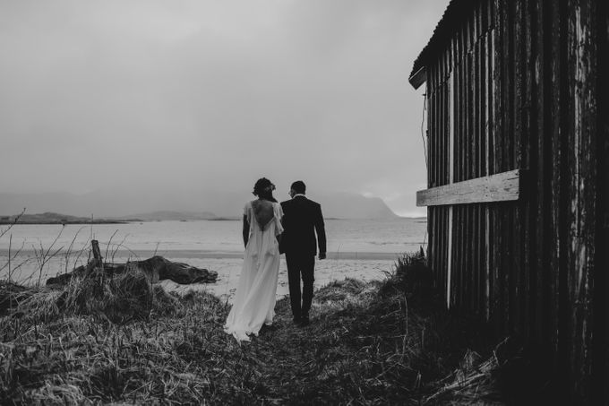 Bridal portraits in the amazing Lofoten islands of Norway by Vegard Giskehaug Photography - 012