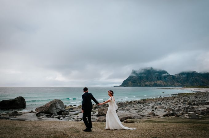 Bridal portraits in the amazing Lofoten islands of Norway by Vegard Giskehaug Photography - 015