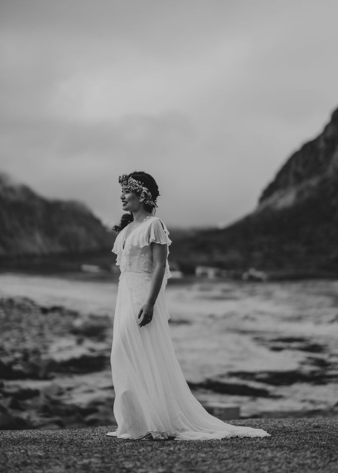 Bridal portraits in the amazing Lofoten islands of Norway by Vegard Giskehaug Photography - 017