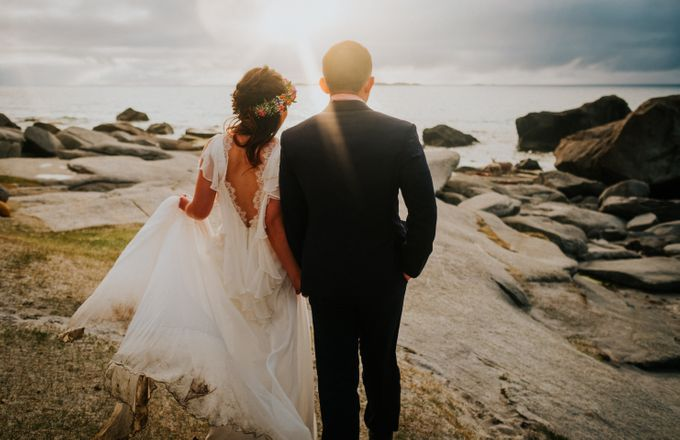 Bridal portraits in the amazing Lofoten islands of Norway by Vegard Giskehaug Photography - 026