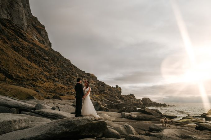 Bridal portraits in the amazing Lofoten islands of Norway by Vegard Giskehaug Photography - 027