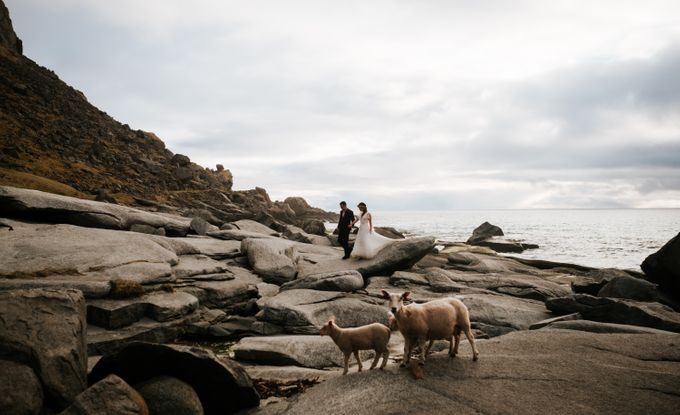 Bridal portraits in the amazing Lofoten islands of Norway by Vegard Giskehaug Photography - 028