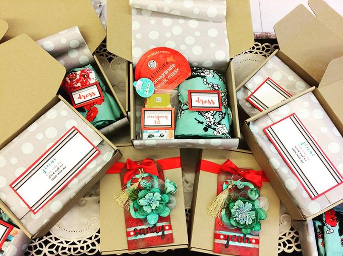 Bridesmaid Groomsnen Gift Proposal Box By Box Tale Bridestory Com