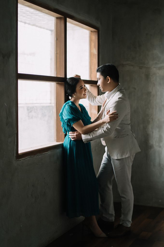 Prewedding of  Yohanna & Benny at Studio Kini Greenville by Warna Project - 017