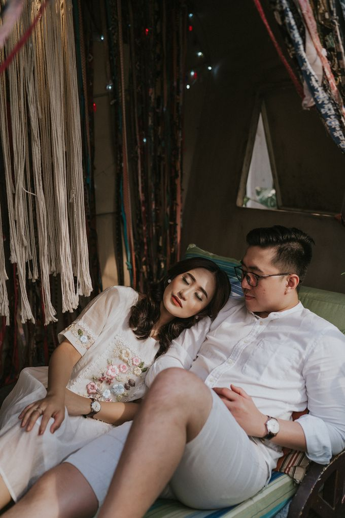The Prewedding of Andari & Fath at Wildflower Studio by Warna Project - 019
