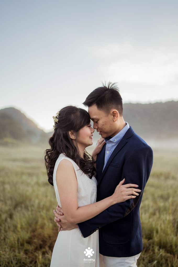 Joseph Ayu Prewedding - Sunrise in Your Eyes by Ducosky - 003