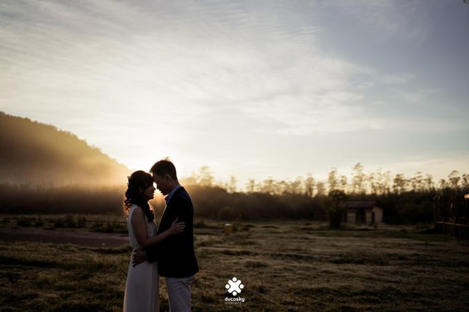Joseph Ayu Prewedding - Sunrise in Your Eyes by Ducosky - 008