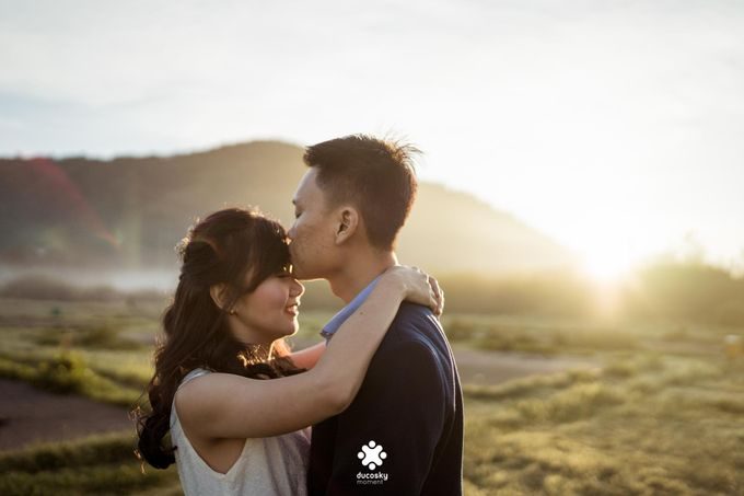 Joseph Ayu Prewedding - Sunrise in Your Eyes by Ducosky - 009