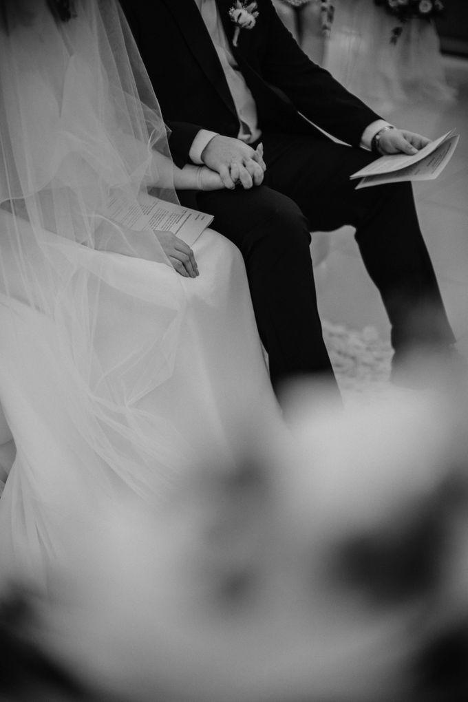 Joshua & Vania Wedding at Mercure Hotel Jakarta by AKSA Creative - 020