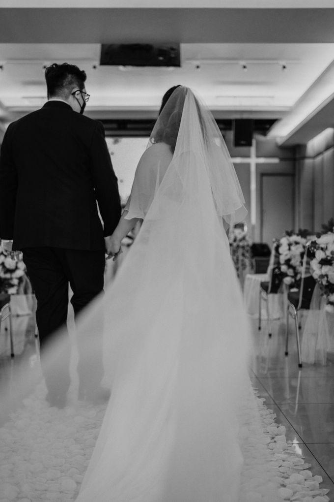 Joshua & Vania Wedding at Mercure Hotel Jakarta by AKSA Creative - 031