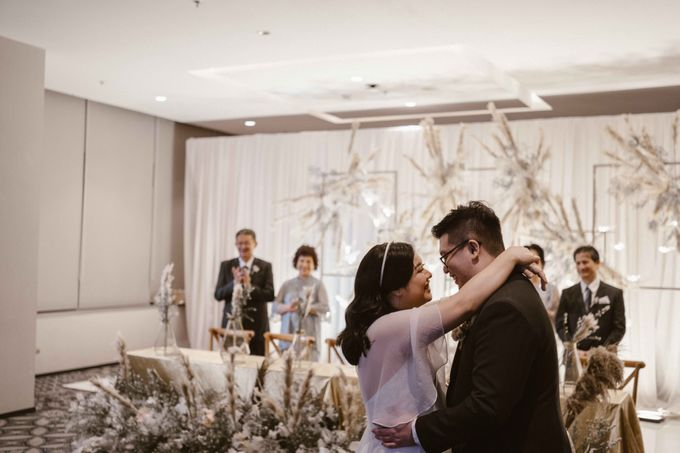 Joshua & Vania Wedding at Mercure Hotel Jakarta by AKSA Creative - 037