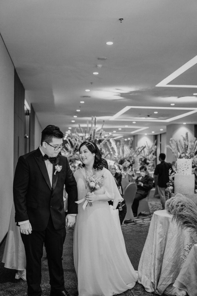 Joshua & Vania Wedding at Mercure Hotel Jakarta by AKSA Creative - 038