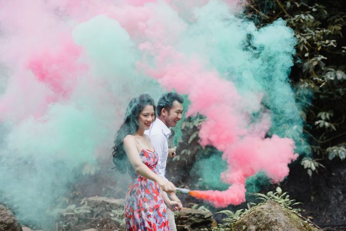 two days prewedding in bali by Maxtu Photography - 005