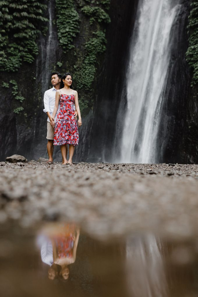 two days prewedding in bali by Maxtu Photography - 007