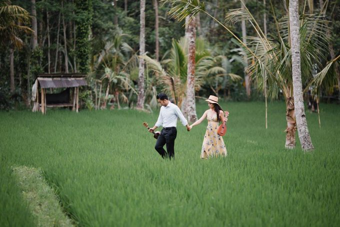 two days prewedding in bali by Maxtu Photography - 009
