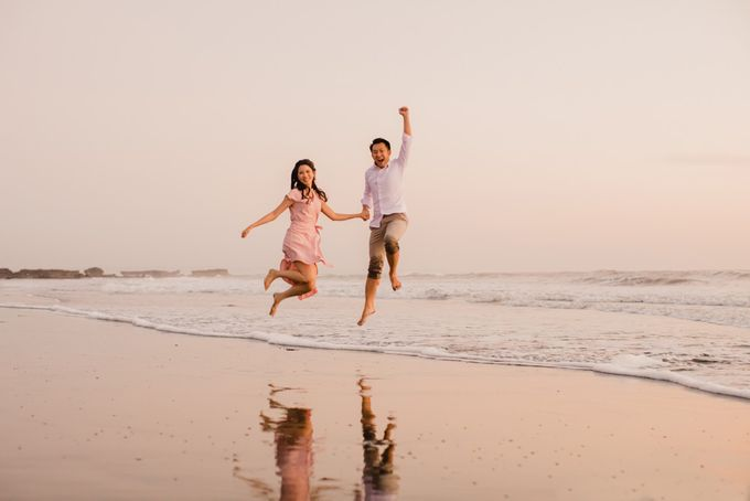 two days prewedding in bali by Maxtu Photography - 015