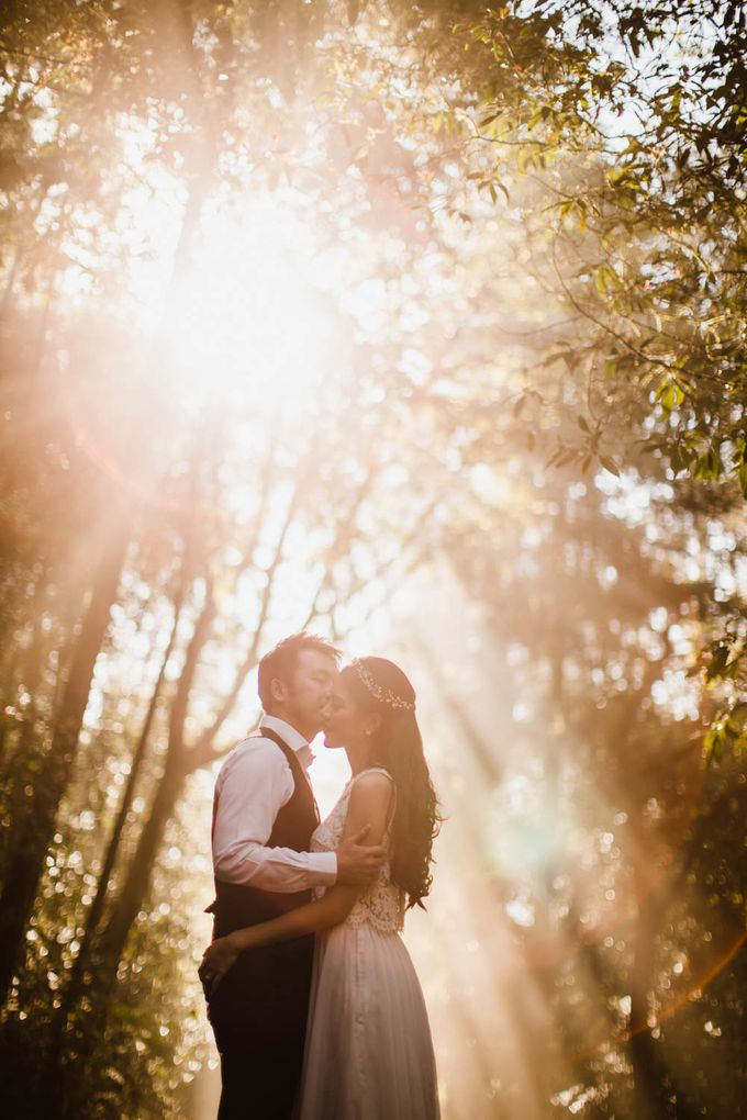 two days prewedding in bali by Maxtu Photography - 029