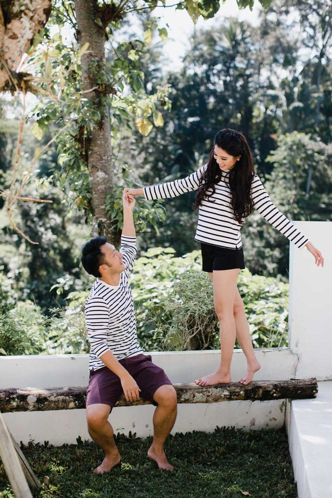 two days prewedding in bali by Maxtu Photography - 040