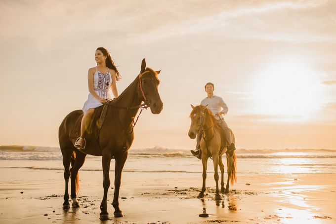 two days prewedding in bali by Maxtu Photography - 045