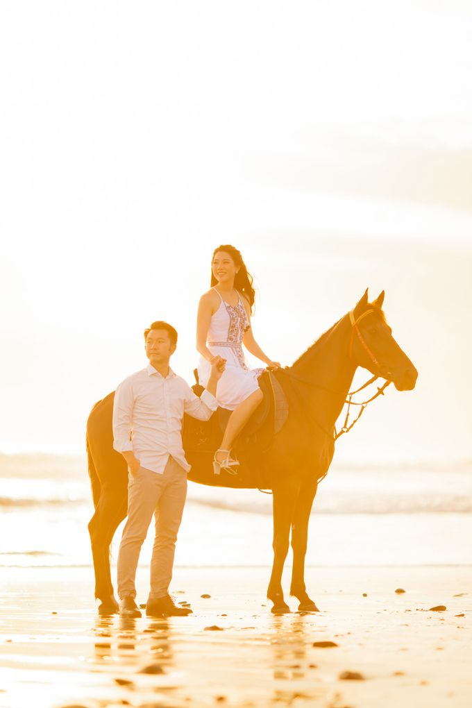 two days prewedding in bali by Maxtu Photography - 047