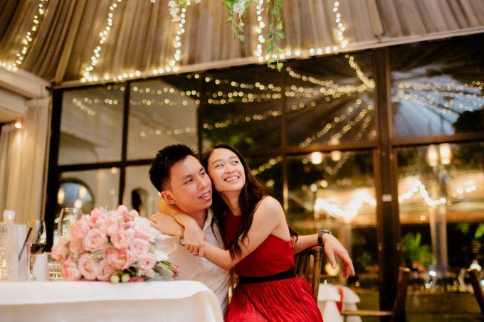 Surprise wedding proposal by Amelia Soo photography