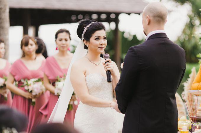 Ian & Farra Intimate Beach Villa Wedding by Vilia Wedding Planner - 023